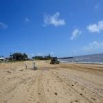 Пляжи чистят