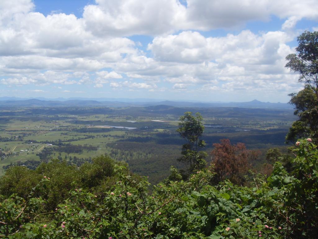 Вид на долину, горы Тамборин