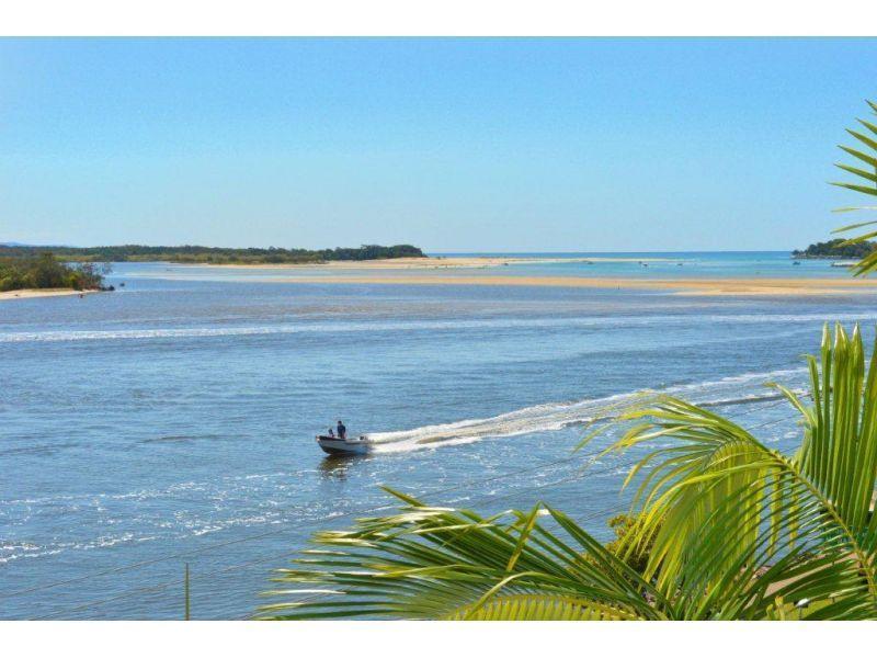 Noosa river. Воды реки сливаются с водой океана. (фото http://www.stayz.com.au/86541)