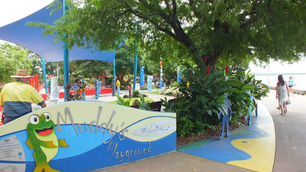 Детская площадка на берегу залива. Кернс.