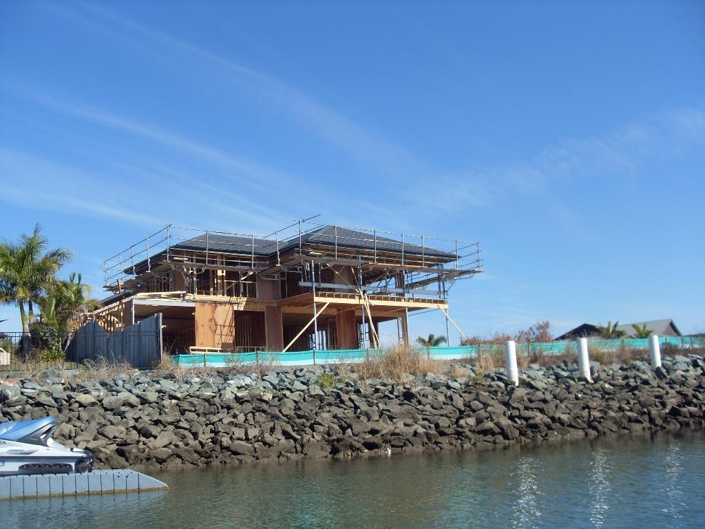 Строят новый дом на каналах