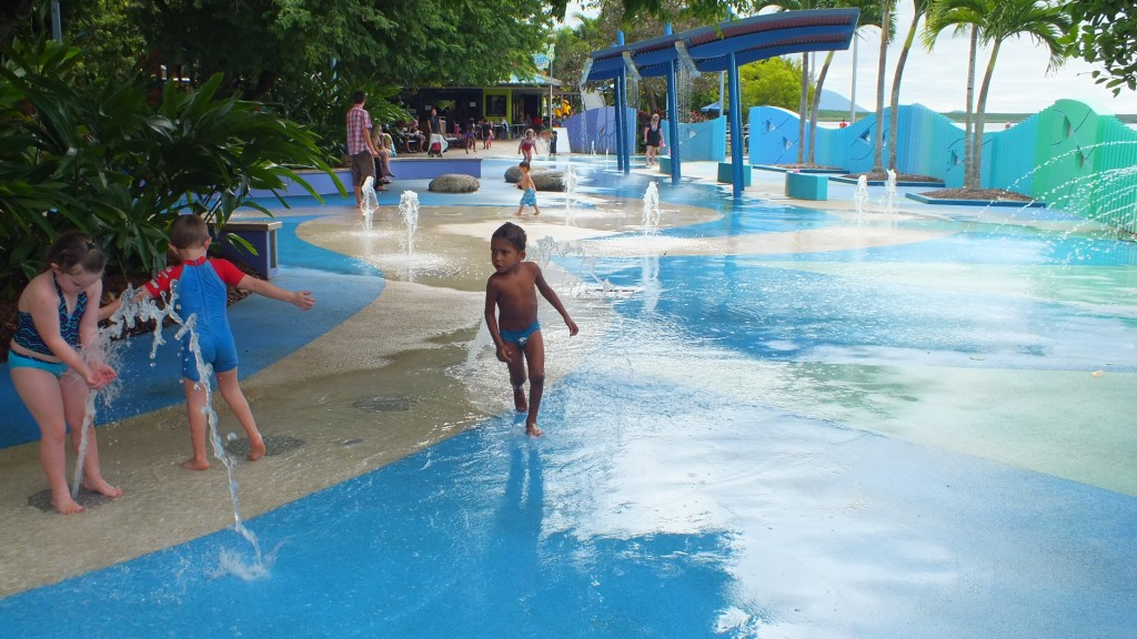 Детская площадка в Кернс ( Muddy's playground)