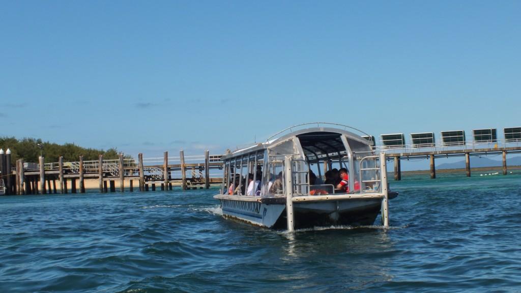Экскурсия на лодке со стеклянным дном.
