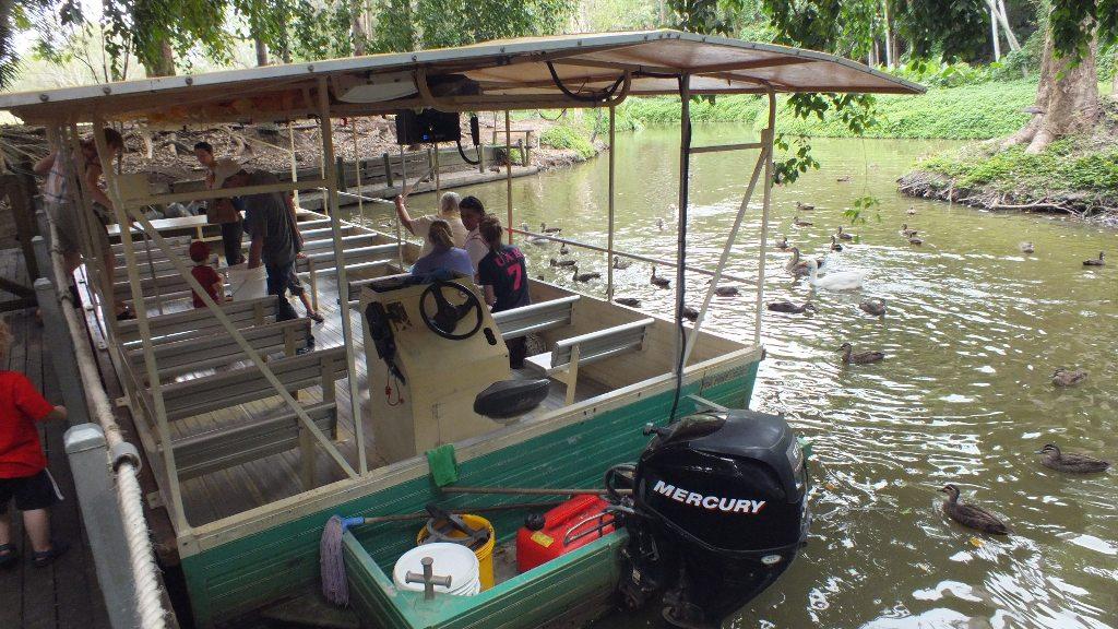 На лодке по пруду
