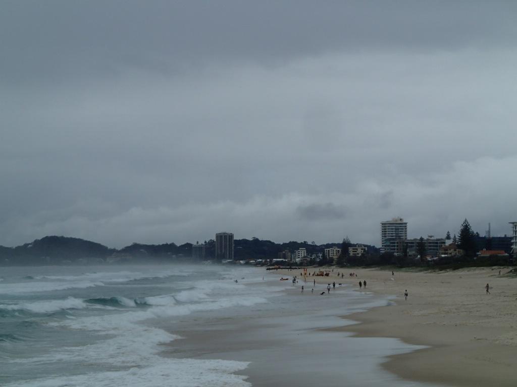 Океанский пляж не всегда бывает дружественным